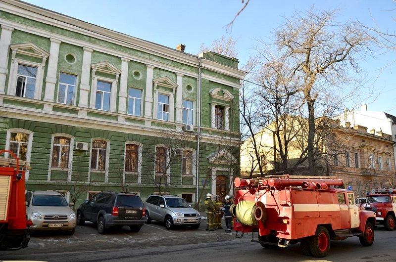 Утром в Одесском университете работали пожарные (ФОТО), фото-5