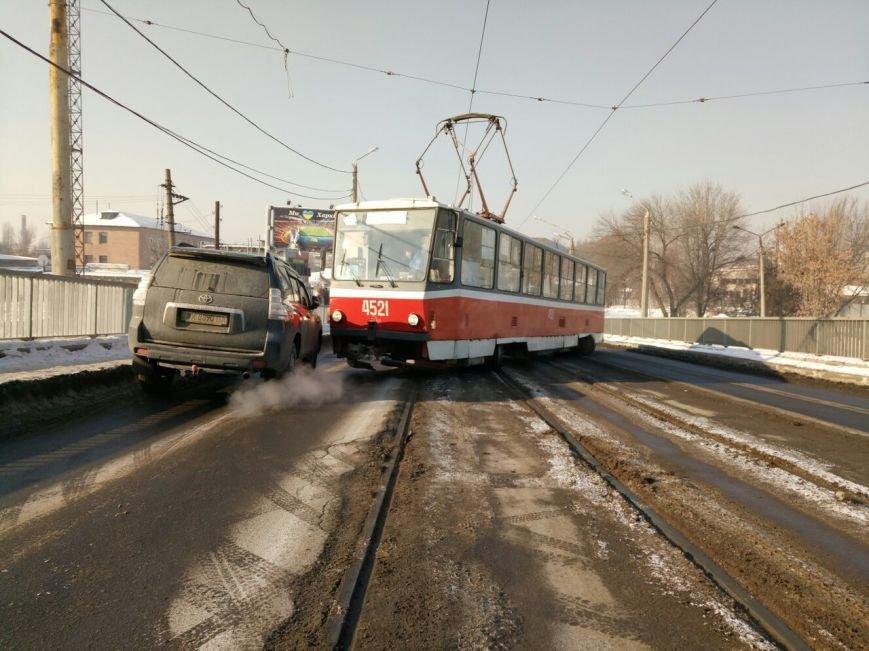 "Утренний ""дрифт"". На Балашовском мосту трамвай развернуло поперек рельсов (ФОТО), фото-1"