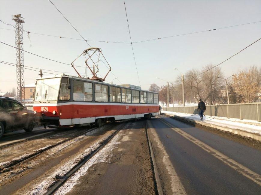 "Утренний ""дрифт"". На Балашовском мосту трамвай развернуло поперек рельсов (ФОТО), фото-2"