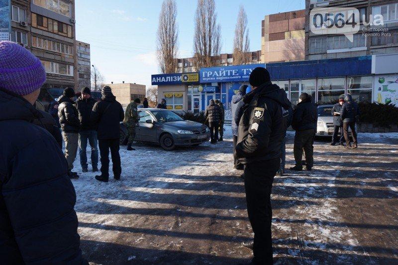 Никакого взрывного устройства под машиной на 95 квартале криворожские правоохранители не обнаружили (ФОТО), фото-1