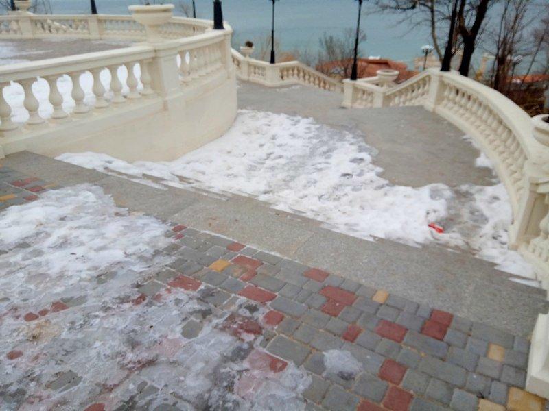 Обновленный спуск к морю в одесской Аркадии уже потрескался (ФОТО), фото-9