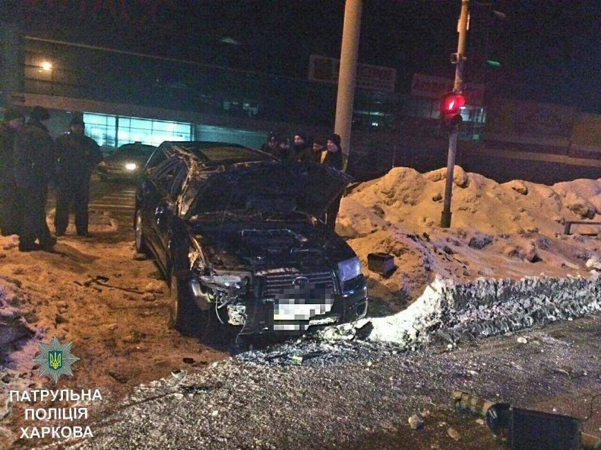 "В Харькове двое работников автомойки решили ""прокатиться"" на авто клиента и врезались в светофор (ФОТО), фото-3"