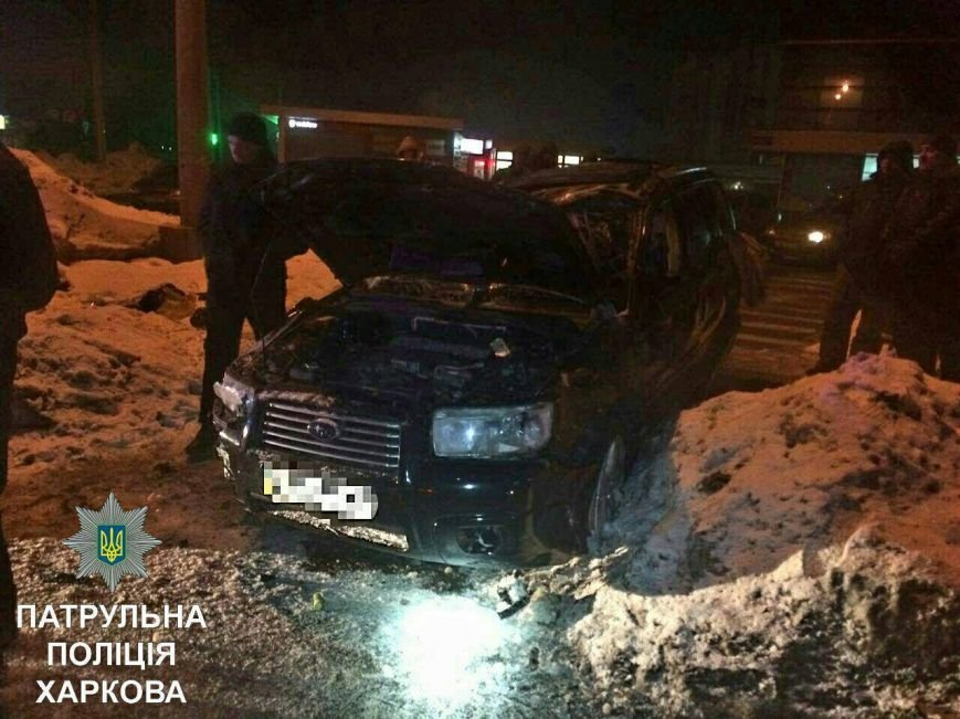 "В Харькове двое работников автомойки решили ""прокатиться"" на авто клиента и врезались в светофор (ФОТО), фото-4"