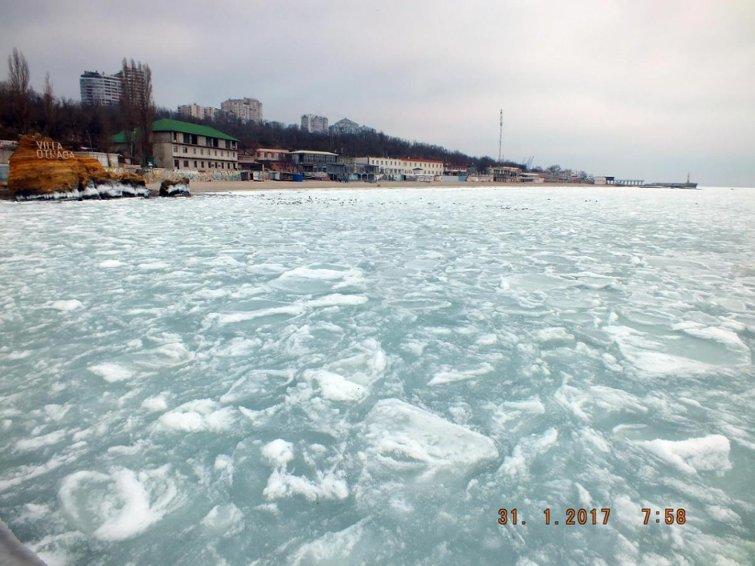 В замерзшем море одесситы нашли полыньи и купаются (ФОТО), фото-4