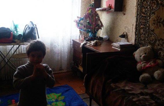 В прифронтовом Новолуганском полиция взяла под опеку семью с детьми (ФОТО), фото-4