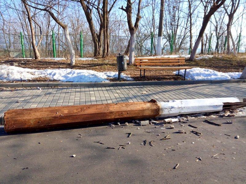Вдоль одесских пляжей разрушили фонарные столбы (ФОТО), фото-9
