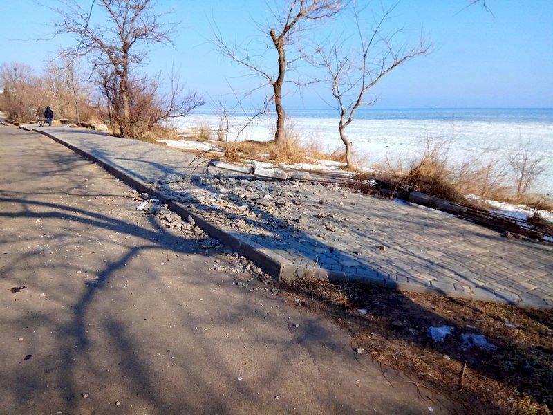 Вдоль одесских пляжей разрушили фонарные столбы (ФОТО), фото-4