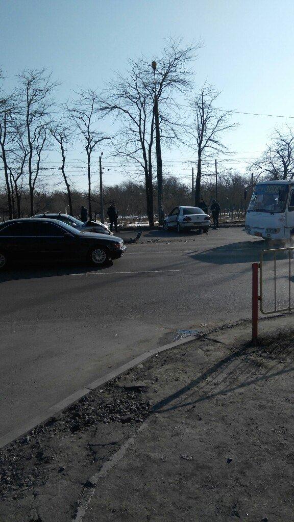 Серьезная авария в одесской Лузановке создала гигантскую пробку на Котовского (ФОТО), фото-3