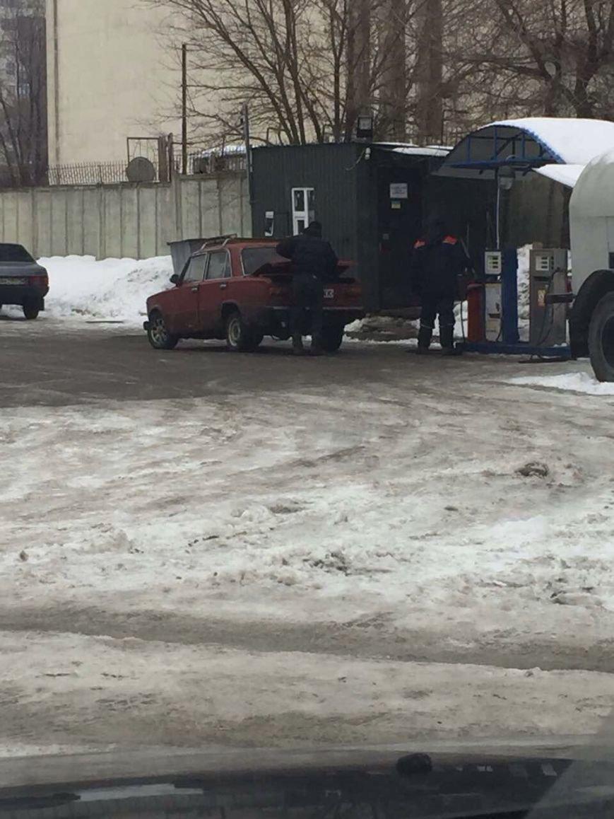 Двое харьковчан открыли  в городе нелегальные АЗС и заправляли машины газом (ФОТО), фото-4