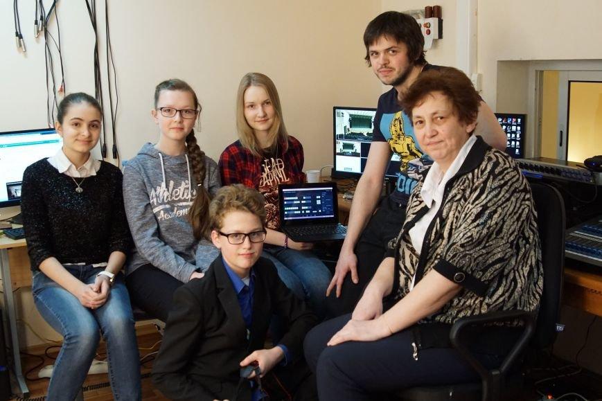 Юные тележурналисты провели прямую трансляцию концерта из Царскосельской гимназии, фото-1