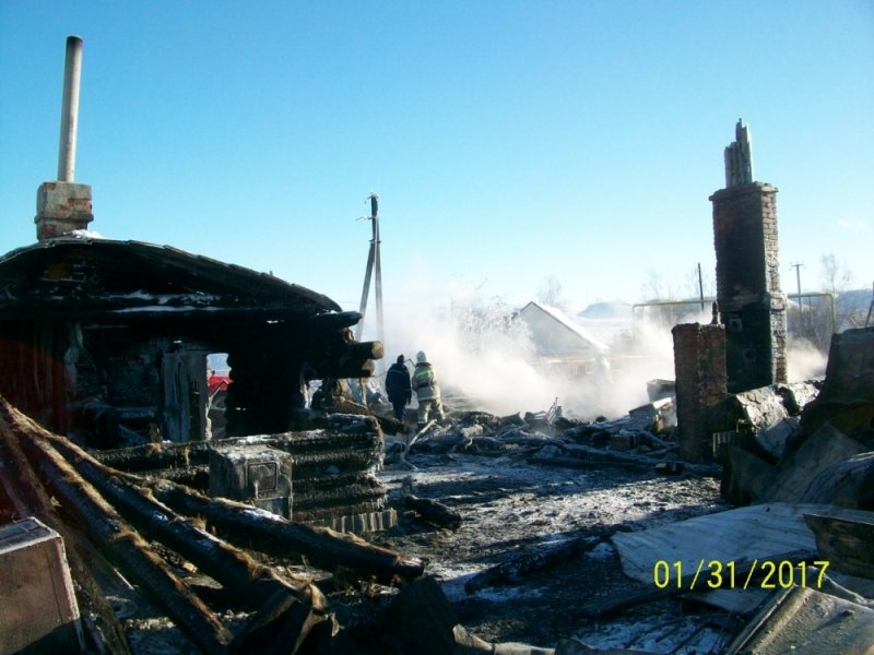 Под Ульяновском полностью сгорели жилой дом, баня и гараж. ФОТО, фото-2