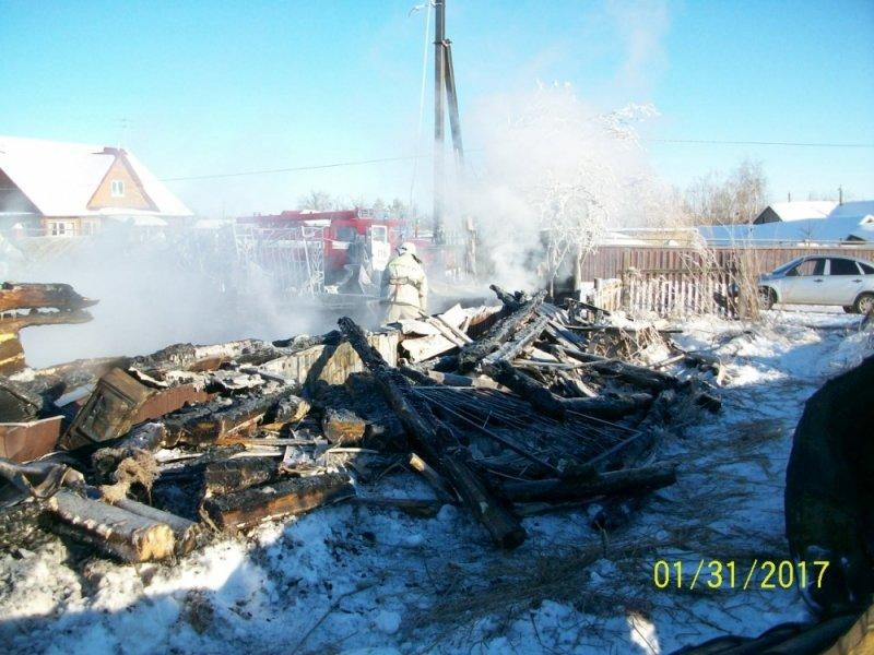 Под Ульяновском полностью сгорели жилой дом, баня и гараж. ФОТО, фото-1