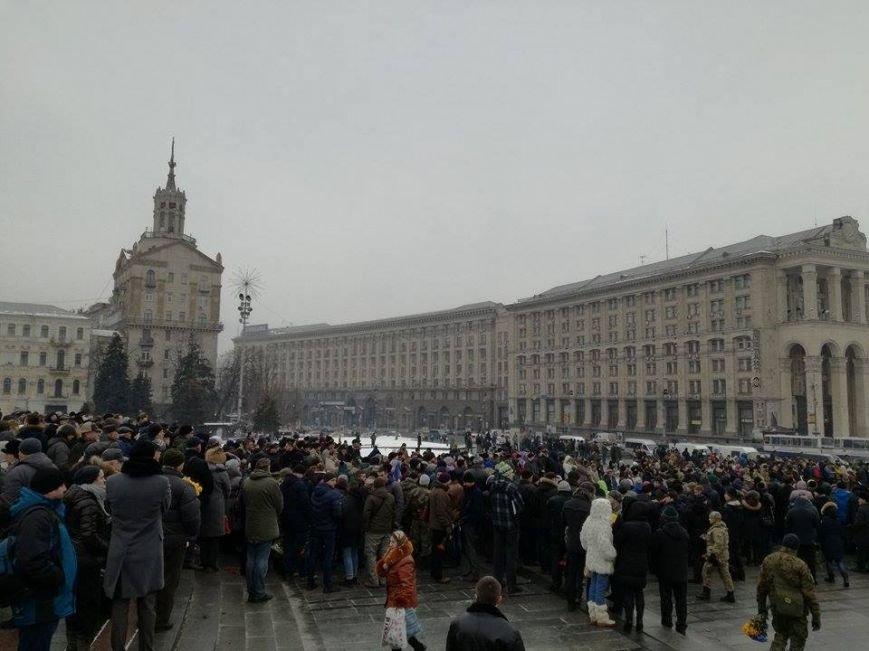 На Майдане более 2 тыс. человек прощаются с бойцами, погибшими под Авдеевкой (ФОТО), фото-2