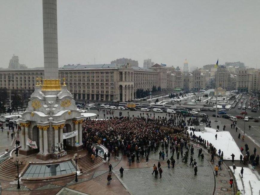 На Майдане более 2 тыс. человек прощаются с бойцами, погибшими под Авдеевкой (ФОТО), фото-4