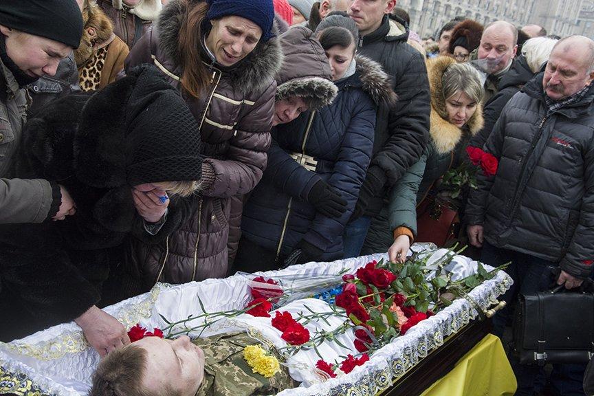 Киев простился с бойцами, погибшими под Авдеевкой (ФОТОРЕПОРТАЖ), фото-17