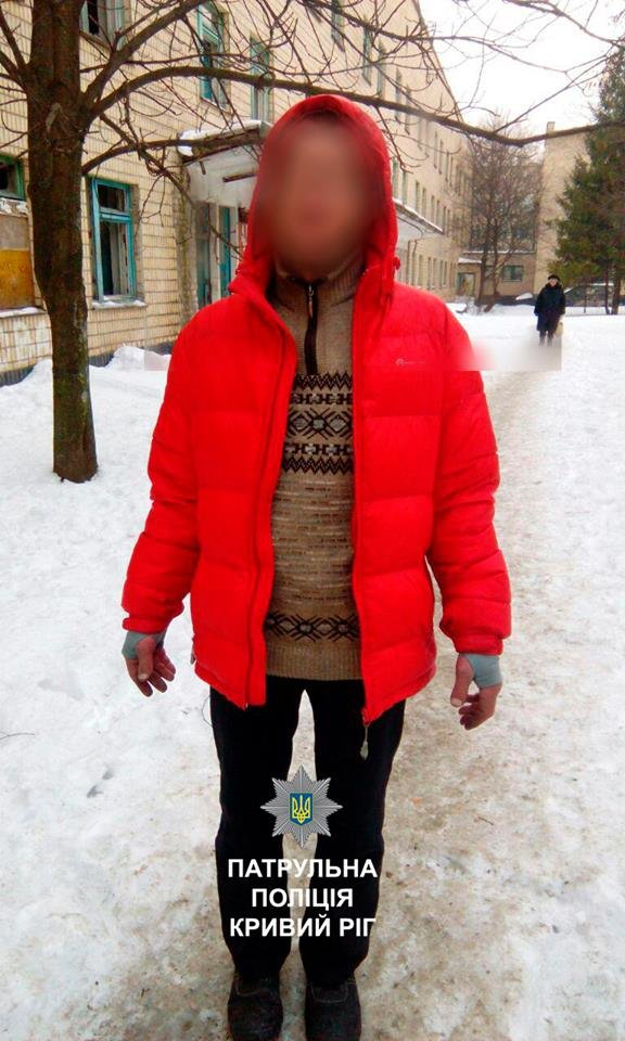 """Криворожанин """"спрятал"""" пистолет к себе за пояс и разгуливал по району (ФОТО), фото-1"""