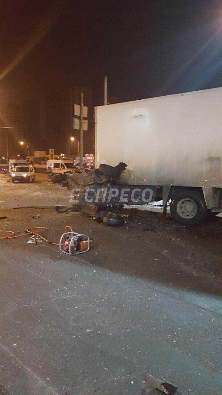 На Троещине BMW врезалась в фуру, есть жертвы (ФОТО), фото-3