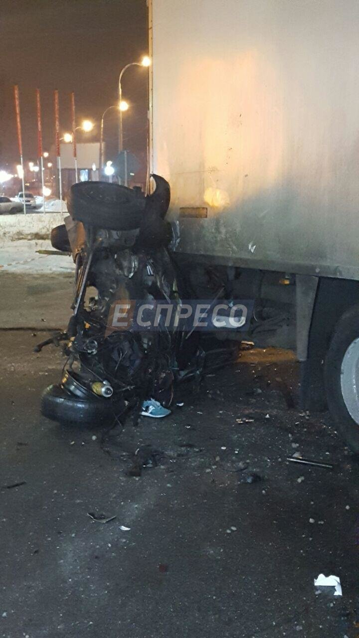 На Троещине BMW врезалась в фуру, есть жертвы (ФОТО), фото-1