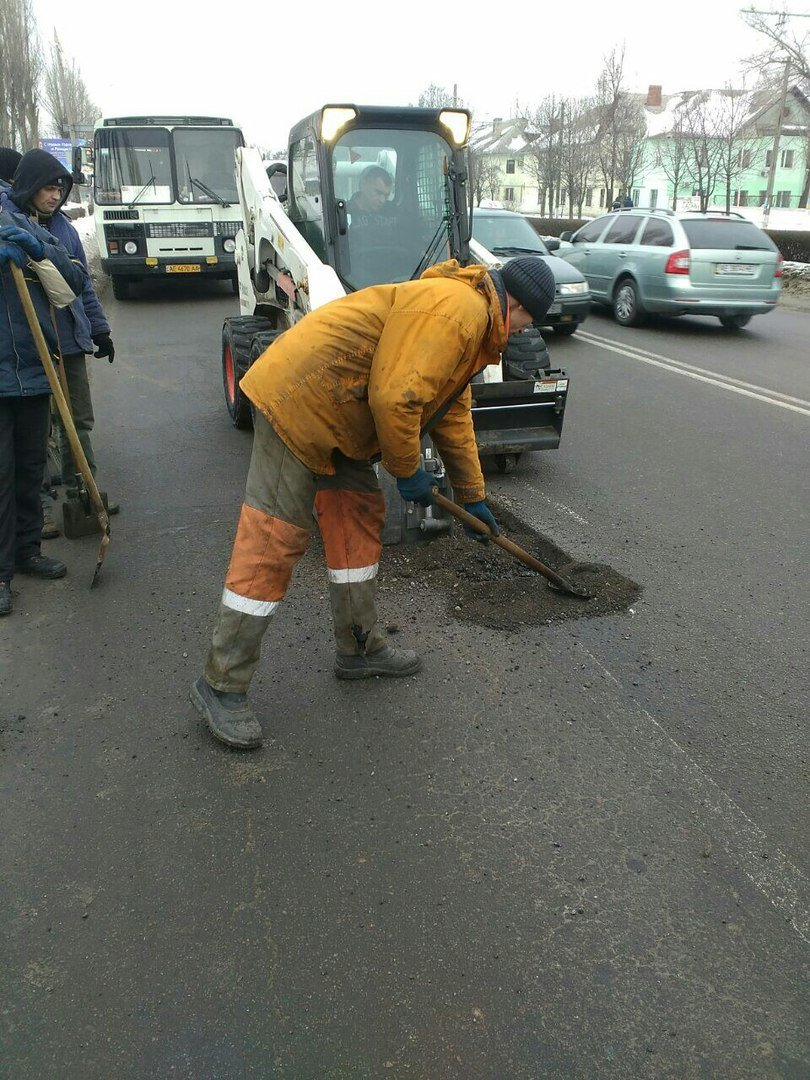 """В Каменском ямы на дорогах латают """"холодным асфальтом"""", фото-2"""