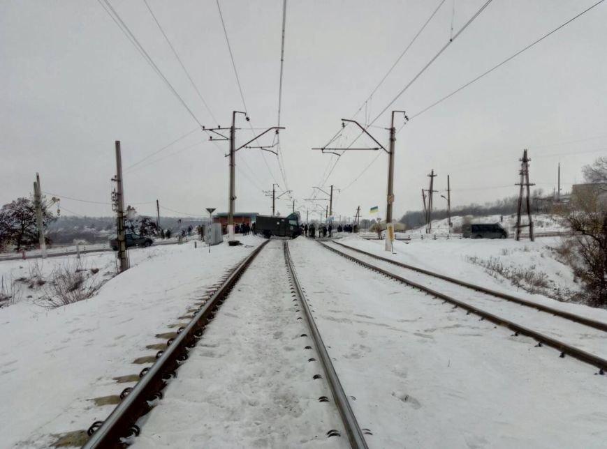 Полицейских на Донетчине подняли по тревоге из-за активистов, блокирующих железную дорогу (ФОТО), фото-1