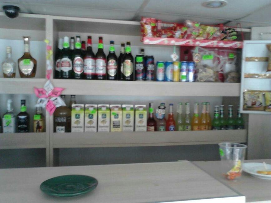 В баре на Грушевского полиция Каменского изъяла алкоголь, фото-1