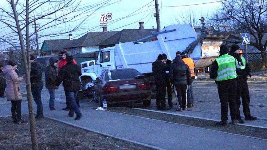 В Мариуполе мусоровоз и иномарка столкнулись на трамвайных путях (ФОТО), фото-12