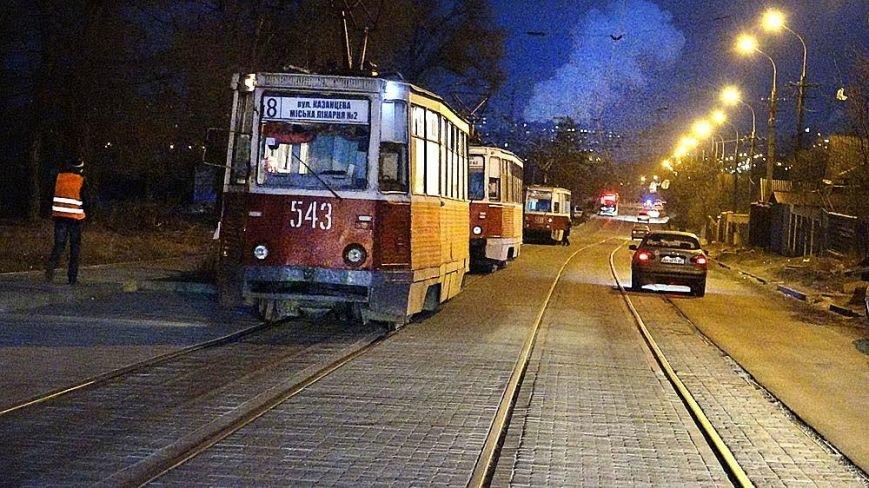 В Мариуполе мусоровоз и иномарка столкнулись на трамвайных путях (ФОТО), фото-5