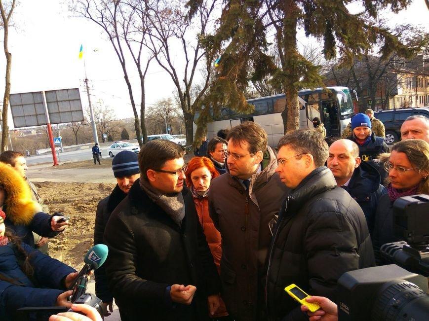 Зачем в Мариуполь приезжал министр из Франции? (ВИДЕО), фото-1
