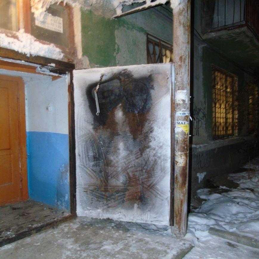 4 Из-за испарений из подвала сломалась домофонная дверь