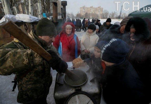 В Авдеевке боевики нанесли артудар по гуманитарным пунктам: 2 мирных жителя убиты, 2 - ранены (+ДОПОЛНЕНО+ФОТО), фото-29