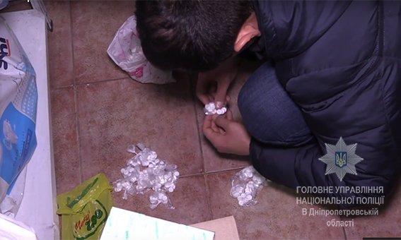 В Кривом Роге полицейские нашли аптеку, где можно купить наркотики без рецепта (ФОТО), фото-1