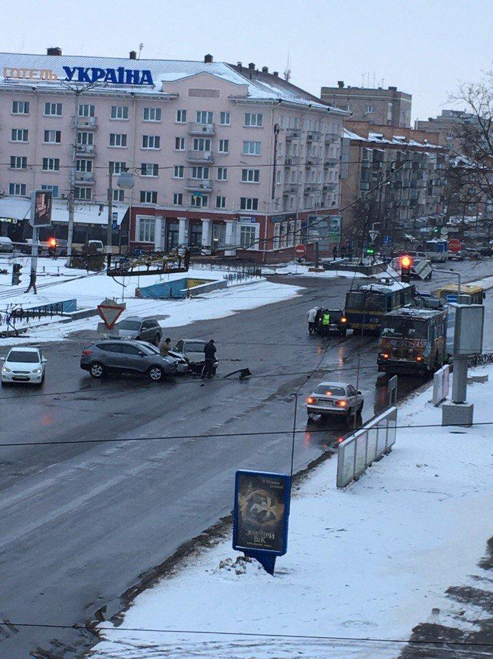 Два ДТП в центре Чернигова произошли в 10 метрах друг от друга, фото-1