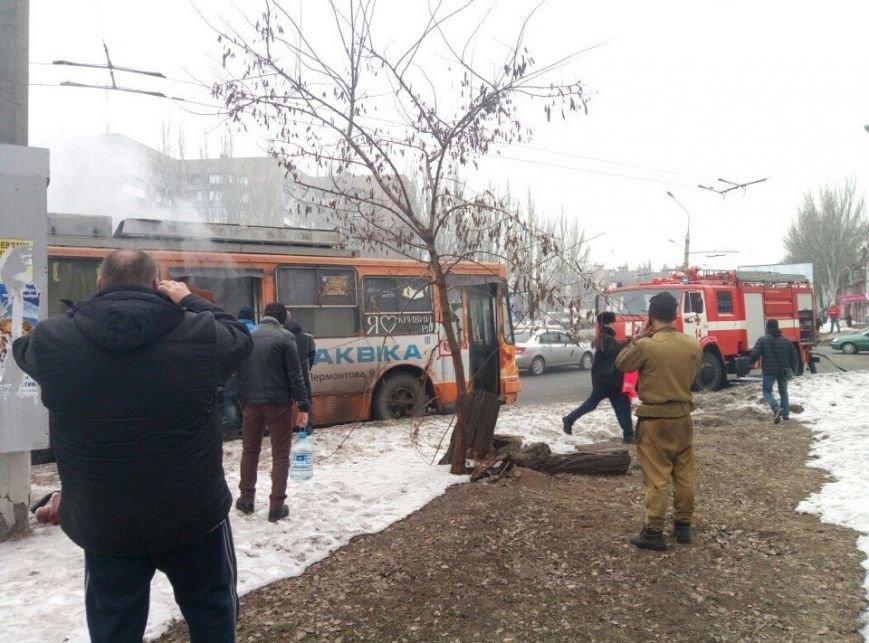 В Кривом Роге  загорелся поломанный троллейбус (ФОТО), фото-2