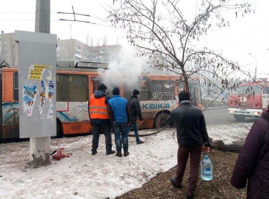 В Кривом Роге  загорелся поломанный троллейбус (ФОТО), фото-1