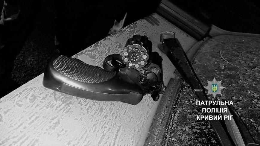 Пьяный криворожанин прятал под сиденьем револьвер под патрон Флобера (ФОТО), фото-2