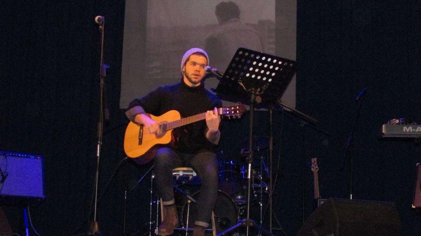 Два года без Кузьмы: мелитопольцы пели песни любимого артиста, фото-7