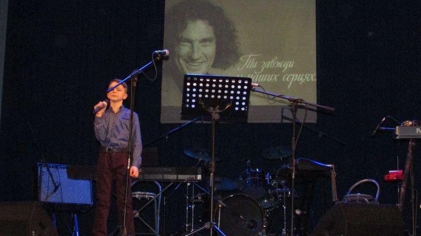 Два года без Кузьмы: мелитопольцы пели песни любимого артиста, фото-3