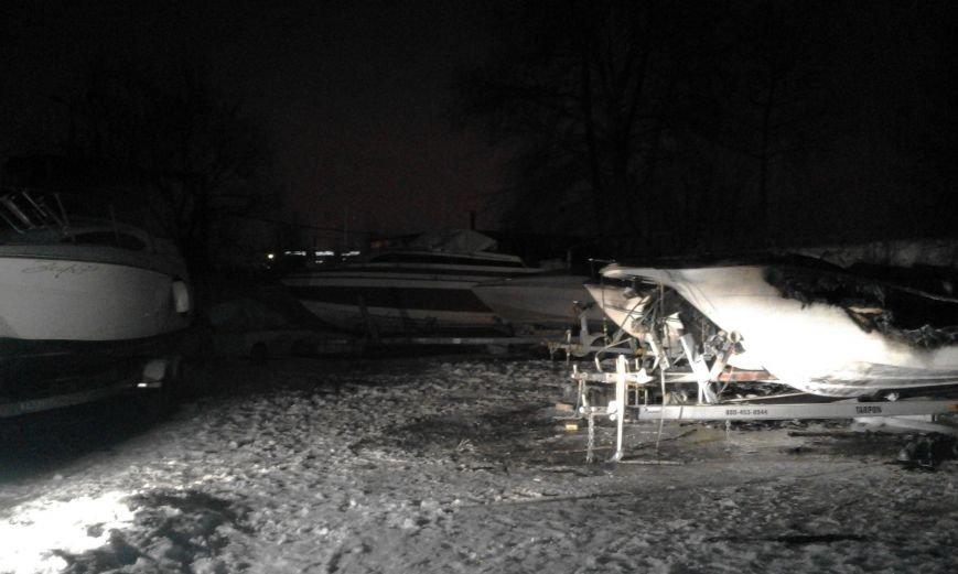 В Киеве ночью сгорели три яхты: подозревают поджог (ФОТО), фото-1
