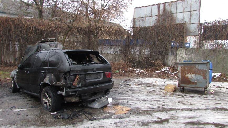 Полиция будет выяснять, по какой причине сгорел внедорожник (фото), фото-4