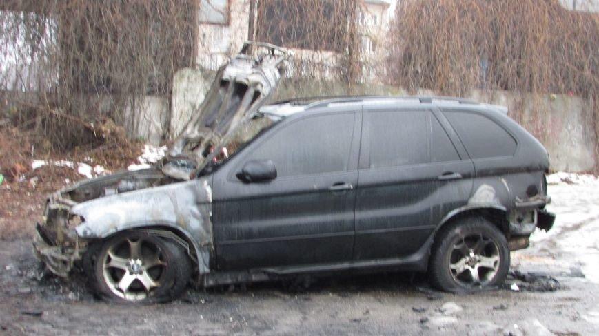 Полиция будет выяснять, по какой причине сгорел внедорожник (фото), фото-3
