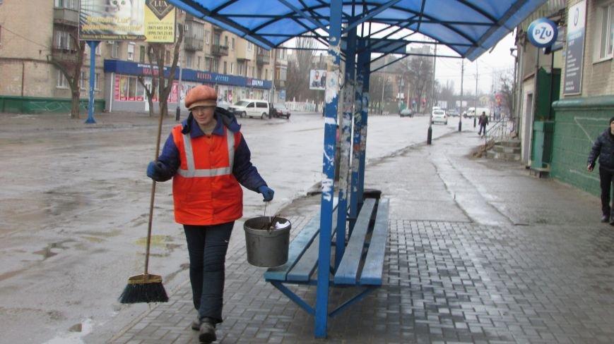 В Мелитополе продолжают уродовать остановки общественного транспорта, фото-2