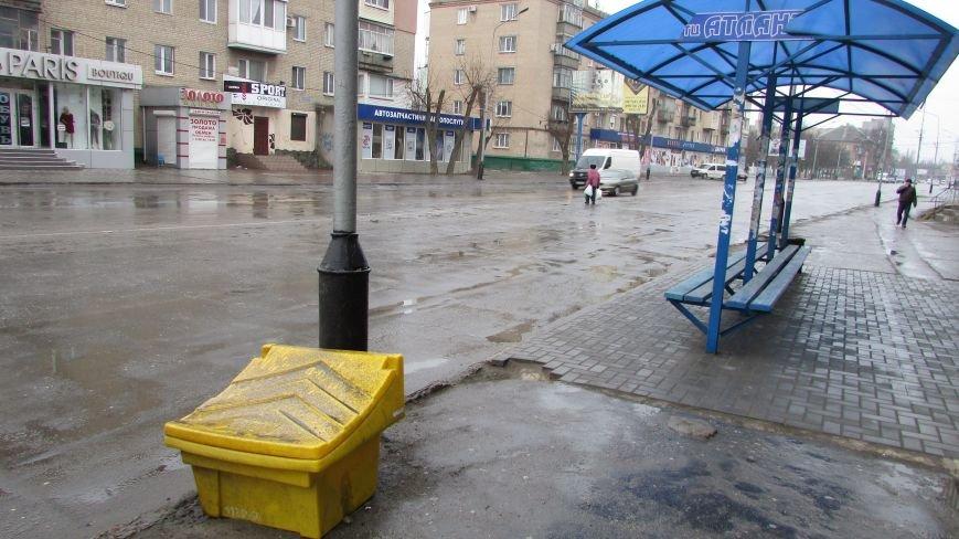 В Мелитополе продолжают уродовать остановки общественного транспорта, фото-3