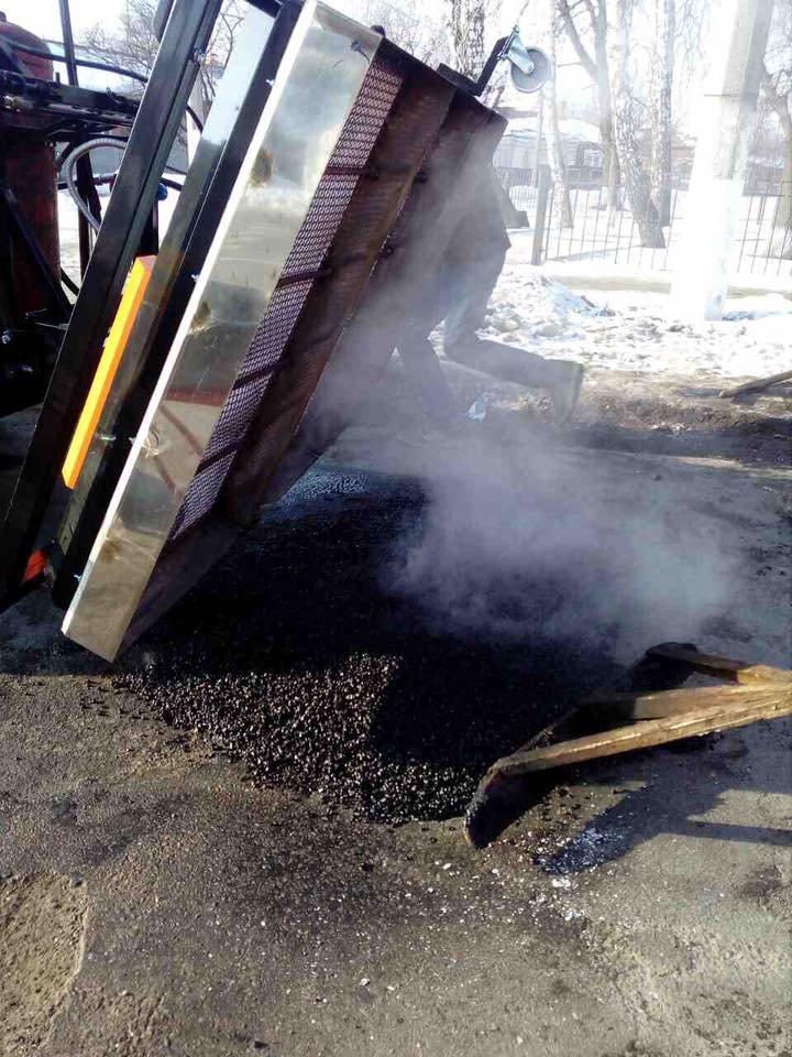 В Конотопі посеред зими ремонтують дорожнє покриття (+ФОТО), фото-4