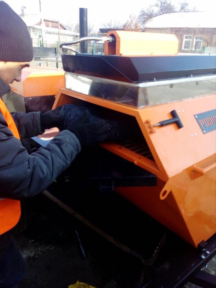 В Конотопі посеред зими ремонтують дорожнє покриття (+ФОТО), фото-2