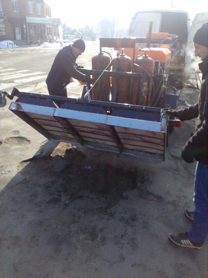 В Конотопі посеред зими ремонтують дорожнє покриття (+ФОТО), фото-3