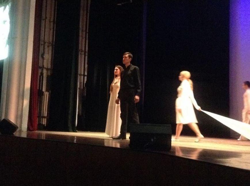 На мариупольской сцене показали две стороны души одного Высоцкого (ФОТО, ВИДЕО), фото-8