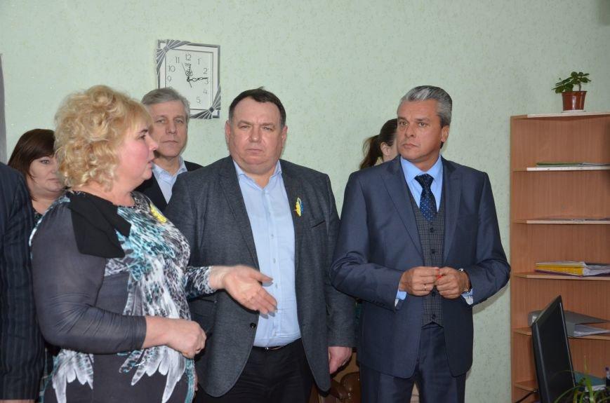 6 За останній рік команда Валентина Резніченка разом із місцевими громадами відкрила вже 11 ЦНАПів.