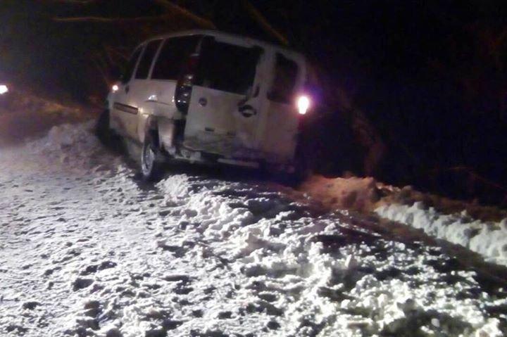 За выходные спасатели Черниговщины освободили из снеговых заносов три автомобиля, фото-2