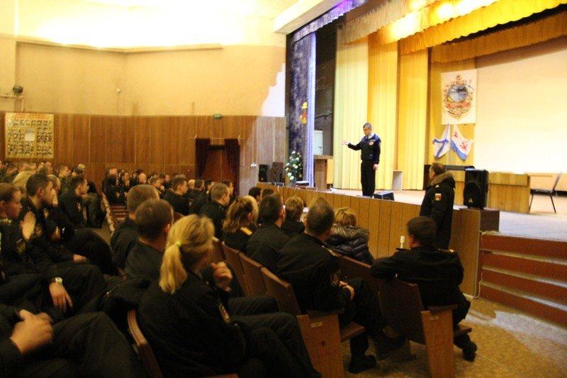Сотрудники ГИБДД ТиНАО провели лекцию для военнослужащих, фото-1