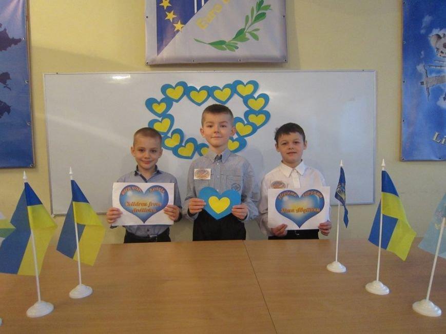 В Мелитополе запустили флешмоб в поддержку детей из Авдеевки, фото-1